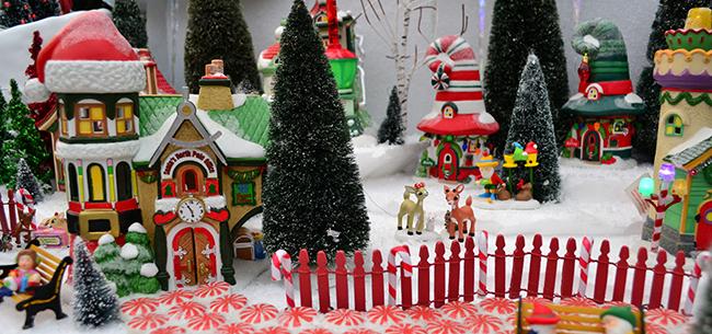 Department 56 Christmas Tree.A Department 56 Club Retailer Homestead Gardens Inc